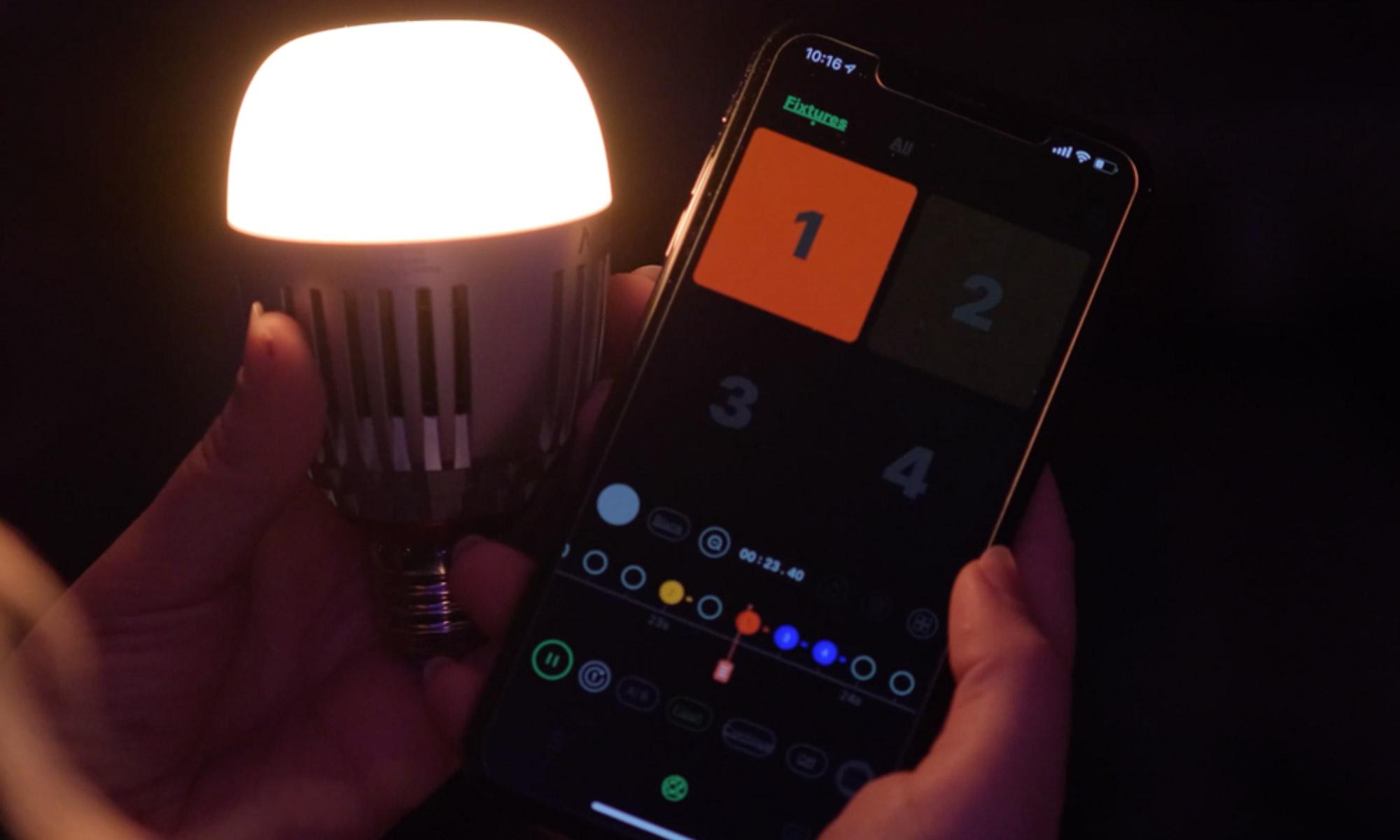 Sterowanie żarówką LED Aputure Accent B7c z poziomu smartfona