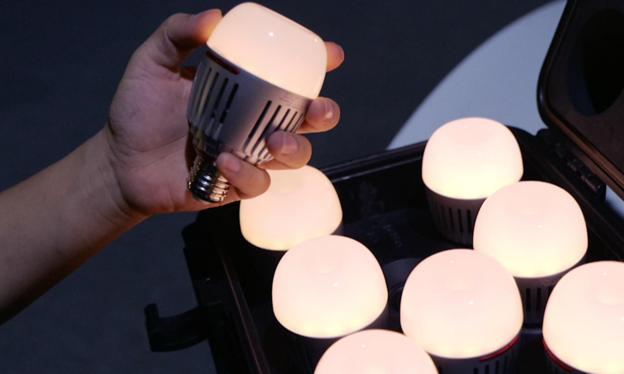 Walizka wypełniona żarówkami LED Aputure Accent B7c