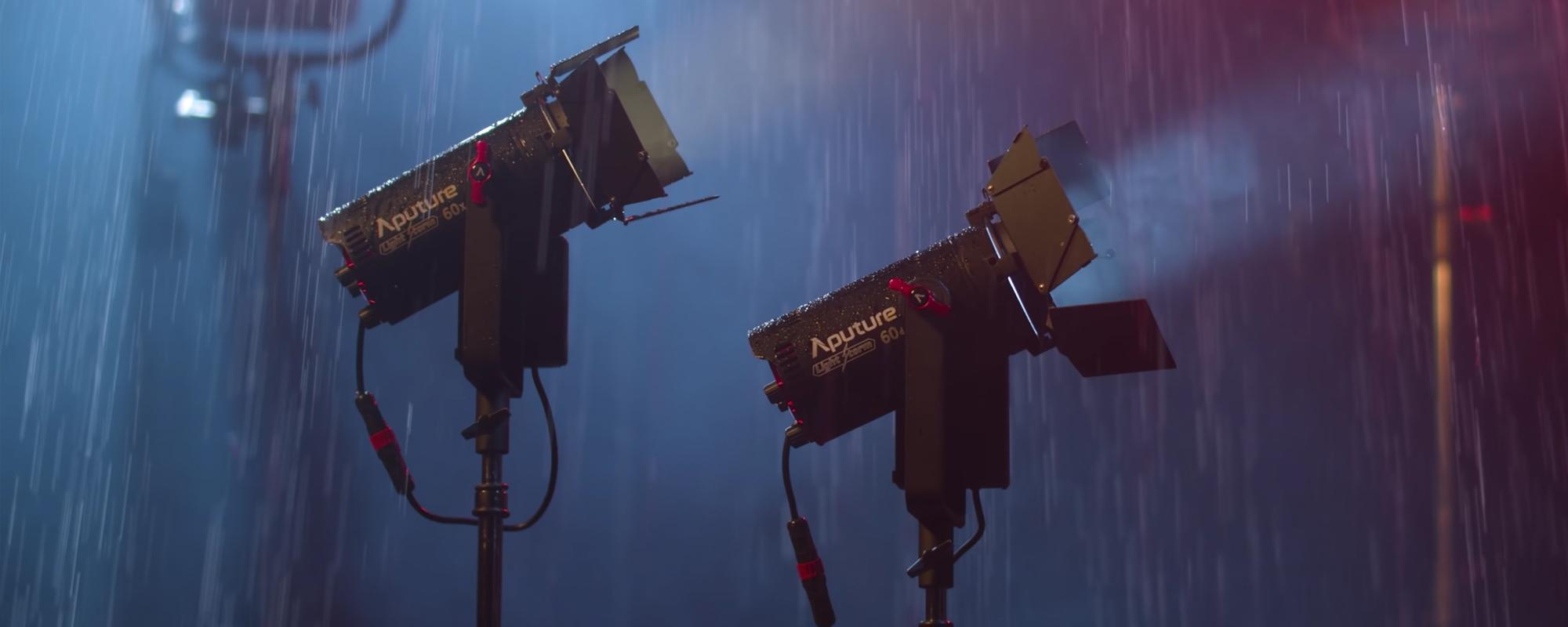 Lampy LED Aputure Light Storm LS 60d wykorzystywana w trakcie deszczu