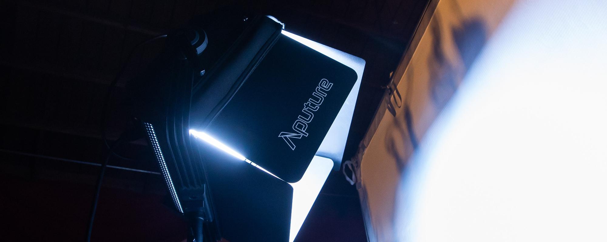 Wrota Aputure Nova Barn Doors - szybki montaż na lampie