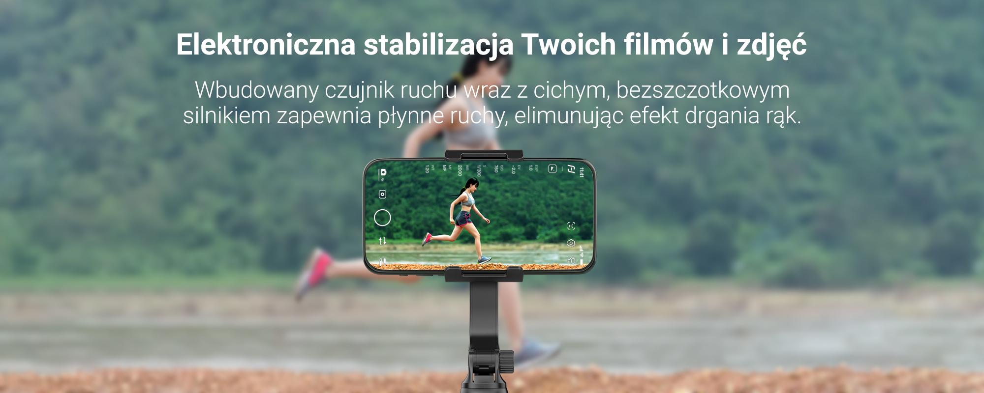 Dziewczyna nagrywa smartfonem umieszczonym na gimbalu widoki pokazujace urok miasta