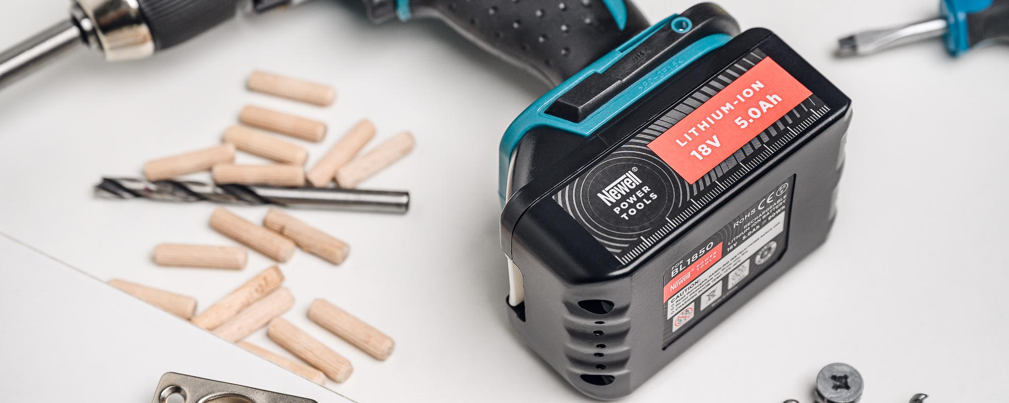 Akumulator BL1850 na stole