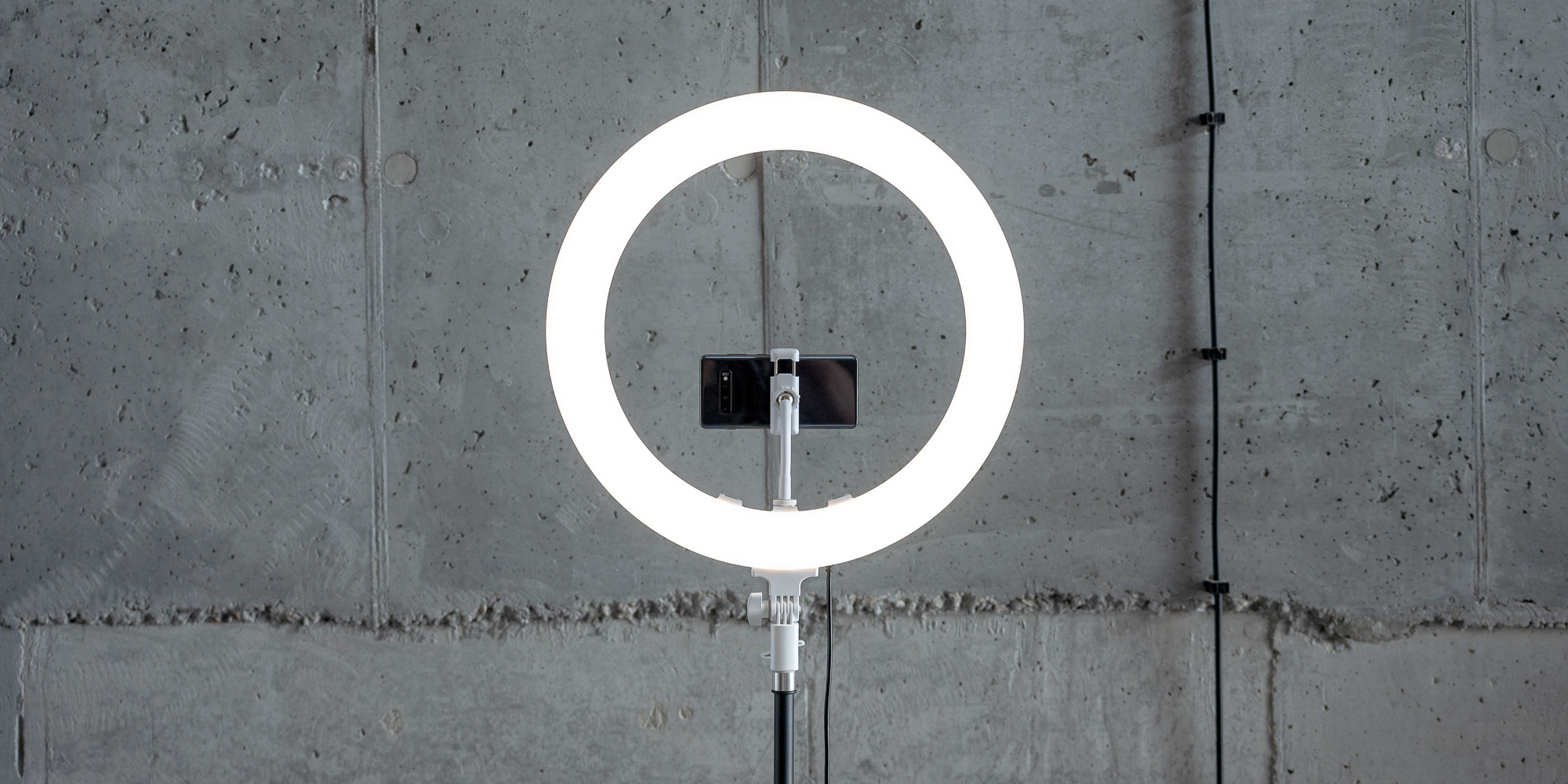 Lampa pierścieniowa LED Newell RL-18A - WB (3200 K - 5500 K) - Arctic White