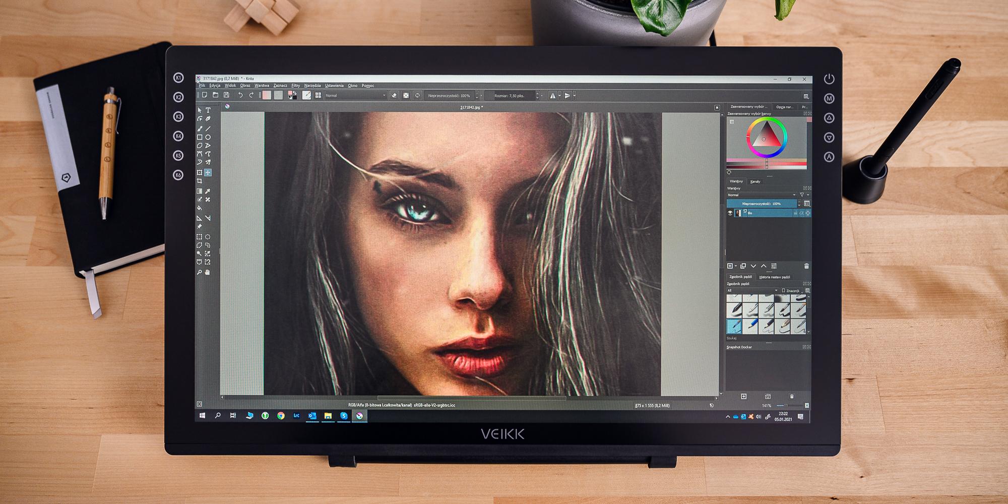 Zdjęcie - tablet graficzny z ekranem LCD Veikk VK2200 leżący na podłodze z jasnych paneli