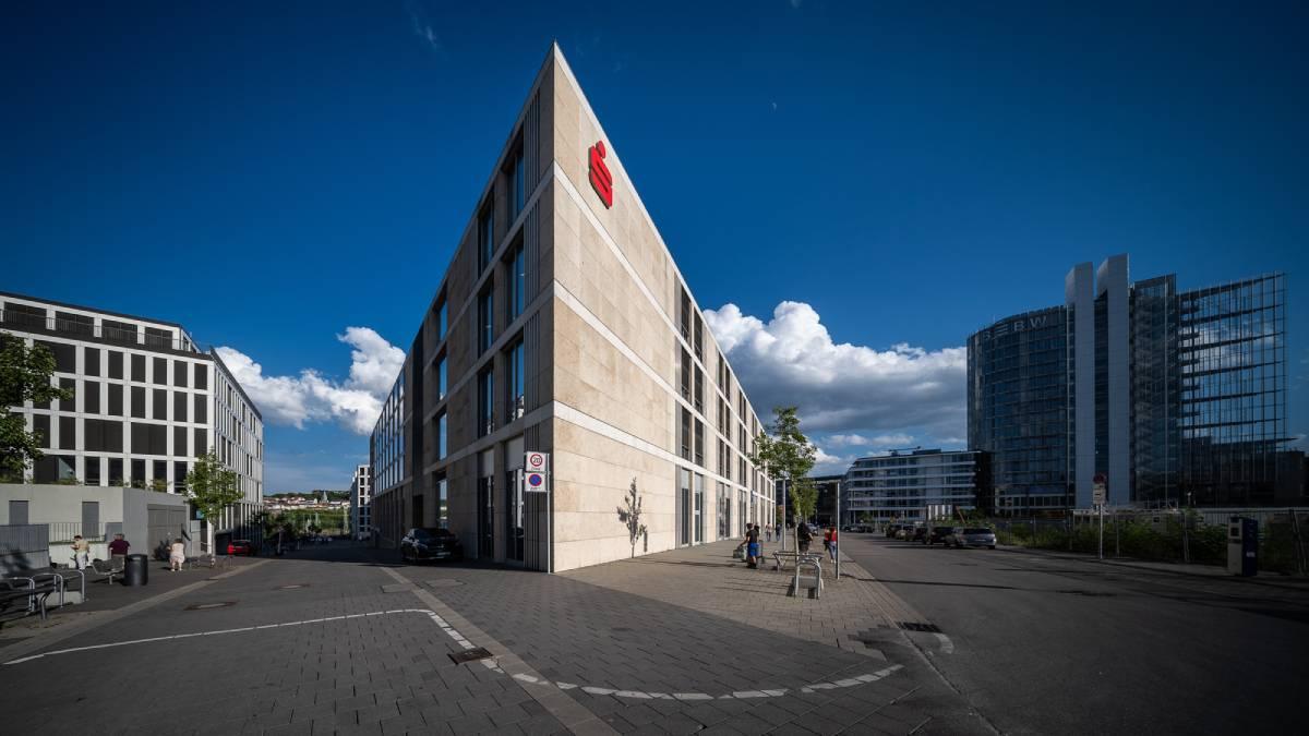 Obiektyw Laowa 9 mm f/5,6 FF RL zdjęcie budynku