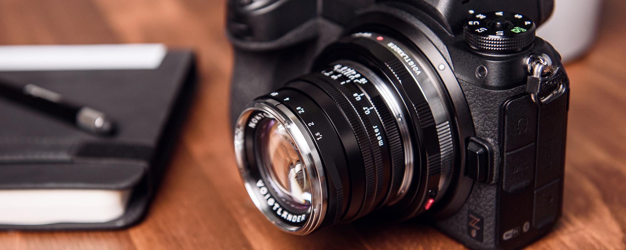 Obiektyw Voigtlander Nokton II 50 mm f/1,5 do Leica M - SC, czarny na aparacie