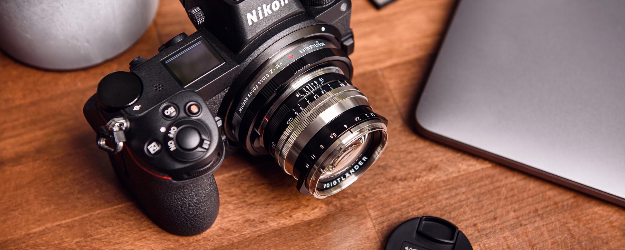 Obiektyw Voigtlander Nokton II 50 mm f/1,5 do Leica M - SC, niklowy na aparacie