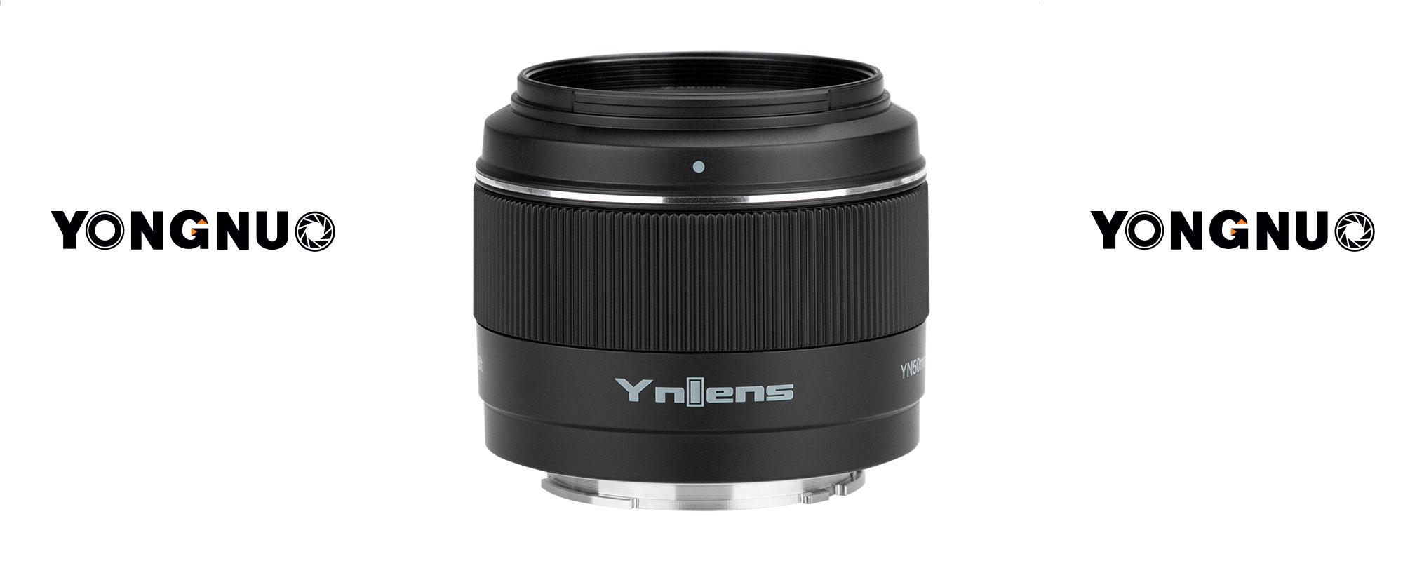Obiektyw Yongnuo YN 50 mm f/1,8 do Sony E widok na logo YNlens i pierścień ostrości