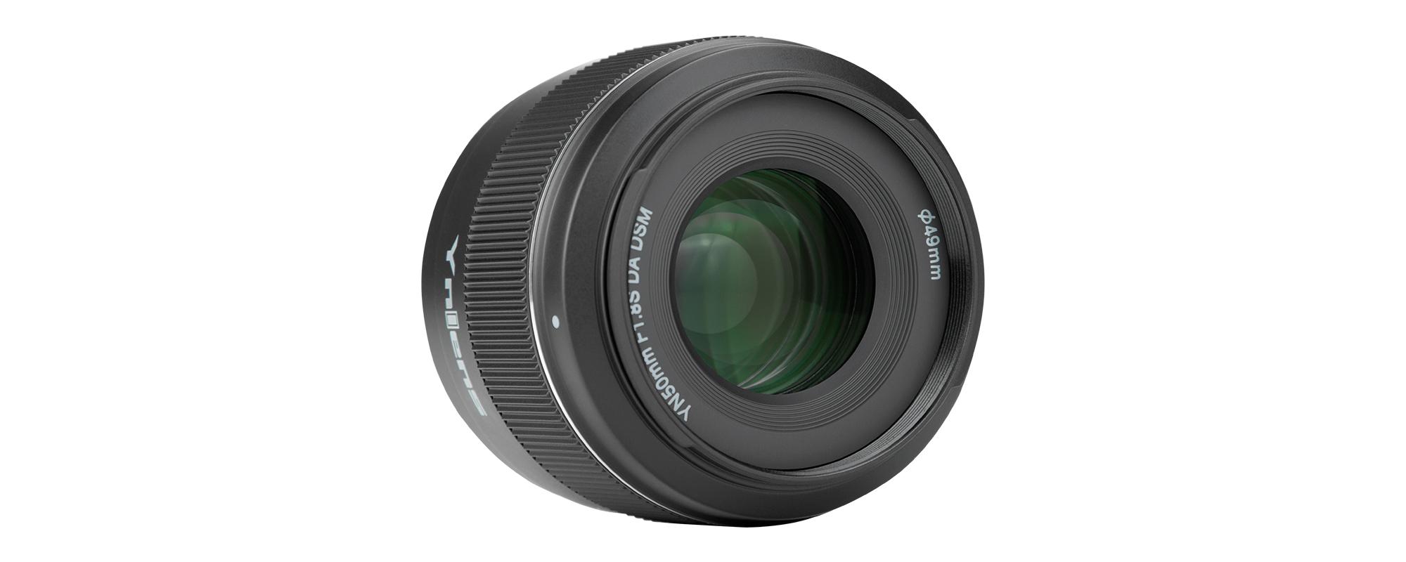 Obiektyw Yongnuo YN 50 mm f/1,8 do Sony E widok na przednią soczewkę